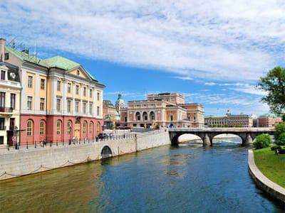 Hola! De París a Helsinki espectacular