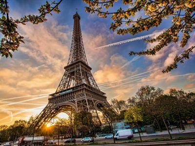 Hola! Estrellas de Madrid a Paris