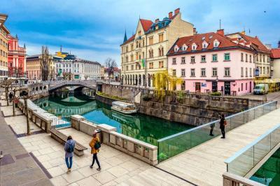 Lujo!  Imperial Croacia y Las Tres Capitales